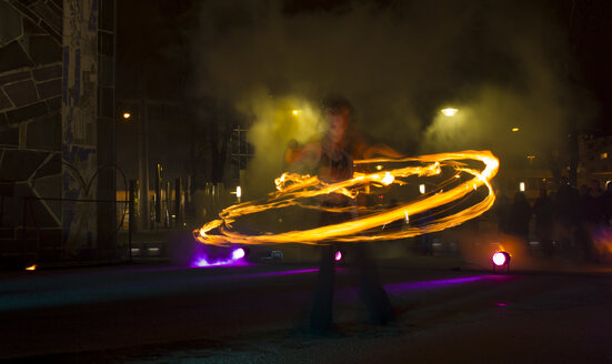 Woman showing fire show at night - FC000106