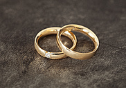 Germany, Wedding rings on textile - FCF000131