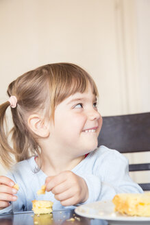 Portrait of little girl eating cake with fingers - LVF001162
