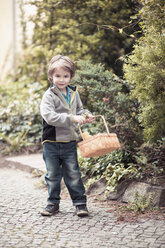 Little boy with basket on the move - ZMF000276