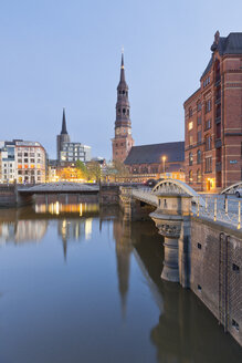 Germany, Hamburg, Bridge and church in Speicherstadt - MSF003846