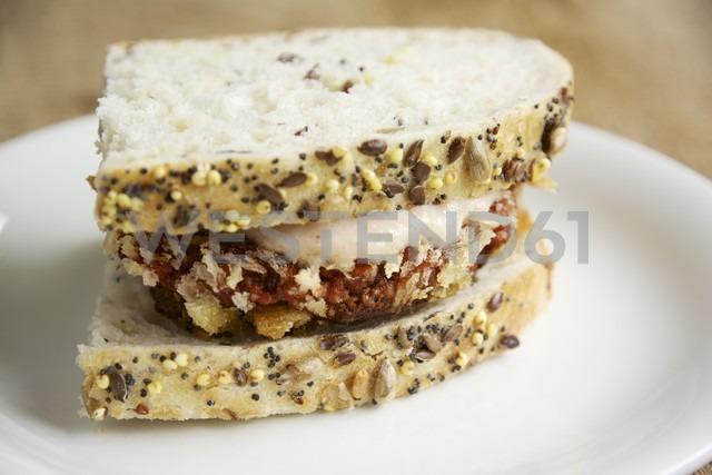 Beet patties with apple and horseradish sauce on sandwich - HAWF000150