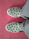 Shoes with hemp leaves - pattern - LAF000747