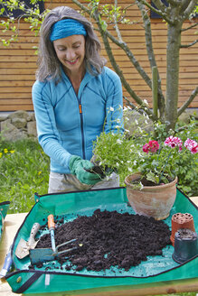 Mature woman gardening - AKF000375