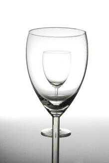 Two wine glasses - CNF000034