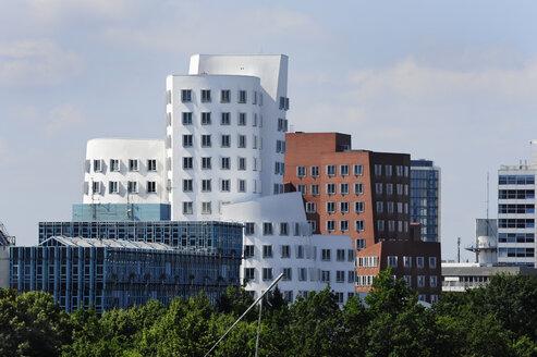 Germany, North Rhine-Westphalia, Duesseldorf, office buildings of Neuer Zollhof at Media Harbour - MIZ000450