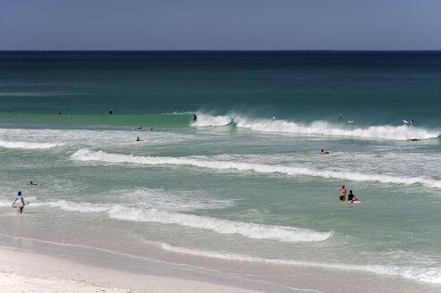 Australia, Western Australia, Lancelin, people surfing - MIZ000469