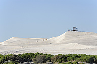 Australia, Western Australia, Lancelin,  people visiting the white sand dunes - MIZ000472