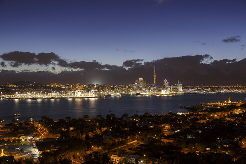 New Zealand, view to Auckland at evening twilight - STDF000035