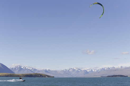 New Zealand, kite surfing at Lake Tekapo - STD000082