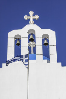 Greece, Cyclades, Naxos, view to bell tower of Agios Nikodimos church and Greek flag in front - KRPF000453