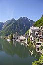 Austria, Upper Austria, Salzkammergut, Hallstatt, Lake Hallstaetter See - WW003260