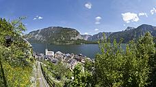 Austria, Upper Austria, Salzkammergut, Hallstatt, View of Lake Hallstaetter See - WW003281