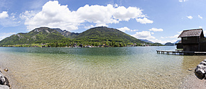Austria, Salzkammergut, Salzburg State, Lake Wolfgangsee, View to Schafberg and St. Wolfgang - WWF003252