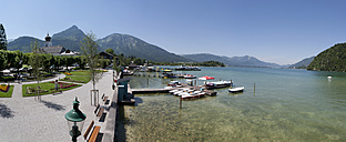 Austria, Salzkammergut, Salzburg State, Lake Wolfgangsee, Strobl, Promenade - WWF003270
