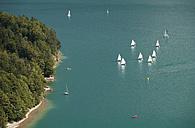 Austria, Salzkammergut, Salzburg State, Lake Wolfgangsee, Ried am Wolfgangsee, Sailing boats - WW003276