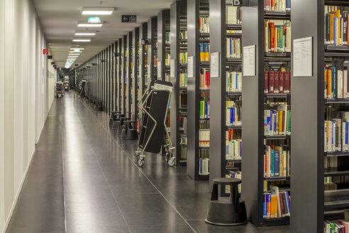 Germany, Berlin, book shelves at Jacob-und-Wilhelm-Grimm-Zentrum - NK000105