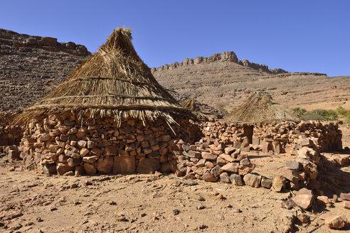 Algeria, Tassili N'Ajjer National Park, Traditional zeriba at Idaran, Tuareg village in Idaran Canyon - ES001092