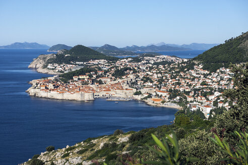 Croatia, Dubrovnik, elevated view to coast line with historic old city - WEF000080