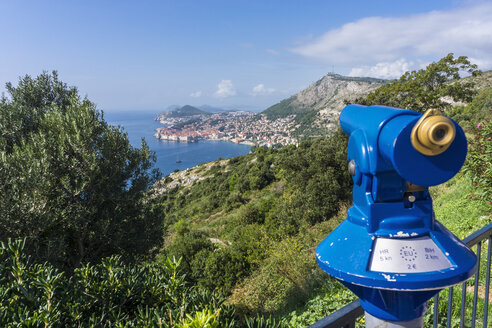 Croatia, Dubrovnik, blue coin operated binoculars at viewpoint - WEF000082