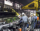 Workers doing maintenance works in a tube rolling mill - SCH000171