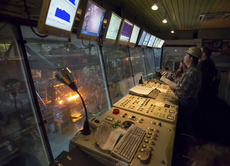 Technicians in control room of a tube rolling mill - SCH000174
