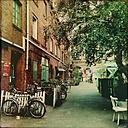 Germany, Hamburg, Gaenge quarter backyard - MMO000119
