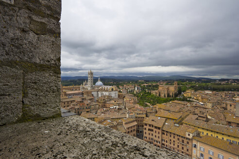 Italy, Tuscany, Siena, View from Torre del Mangia to Siena Cathedral - YFF000143