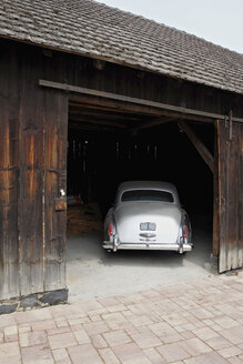 Germany, Hesse, Rolls Royce in a barn - BSC000419