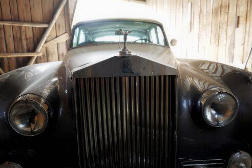 Germany, Hesse, Rolls Royce in a barn - BSC000420