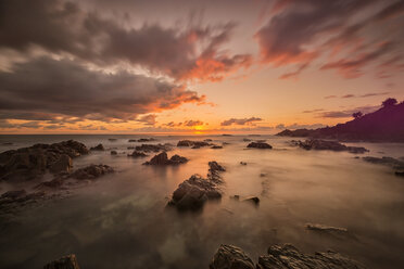 Australia, New South Wales, Tweed Shire, sunrise at the rocky shore of Hastings Point - SHF001318