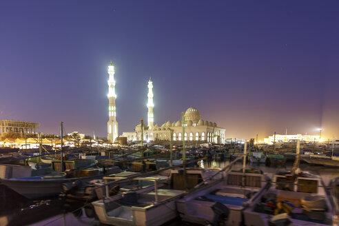 Egypt, Hurghada, view to El Mina Mosque at evening twilight - STDF000109
