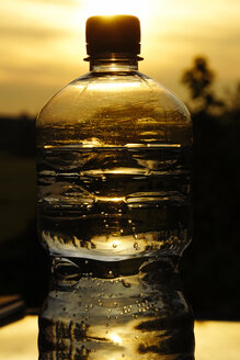 Water bottle in front of sunset - HOHF000800