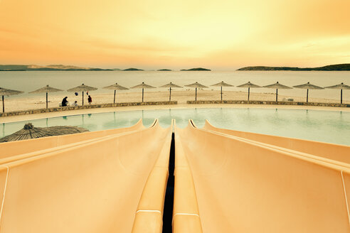 Croatia, Sibenik, Sunshades, Swimming pool of a hotel facility, Evening mood - MEMF000159