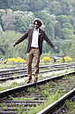 Groom balancing on rail - ND000452