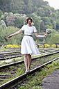Bride balancing on rail - ND000453