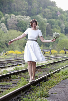 Bride balancing on rail - ND000453