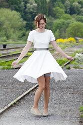 Dancing bride - ND000471