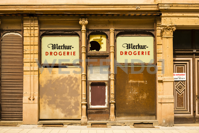 Germany, Saxony, Goerlitz, part of facade of abandoned drugstore - WG000294