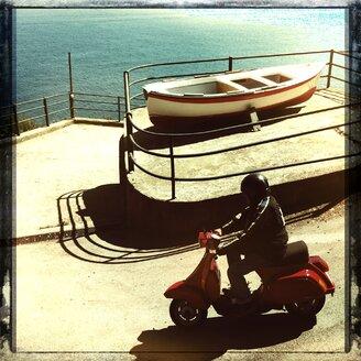 Italy, Campania, Amalfi Coast, Vespa driver, boat - STE000074