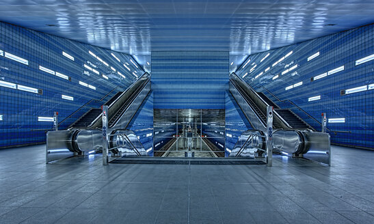 Germany, Hamburg, Hafencity university metro station - TI000043