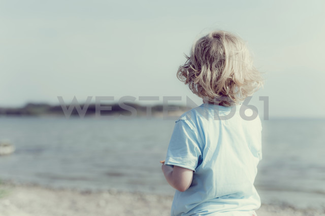 Germany, Mecklenburg-Western Pomerania, Ruegen, Boy at the ocean - MJF001211