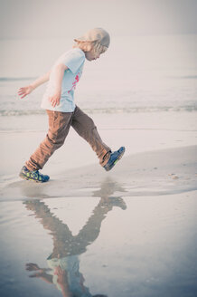 Germany, Mecklenburg-Western Pomerania, Ruegen, Boy walking at the ocean - MJF001187