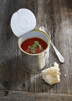 Tomato soup with basil in tin can - KSWF001300