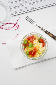 Noodle salat in glass at the workplace - LVF001298