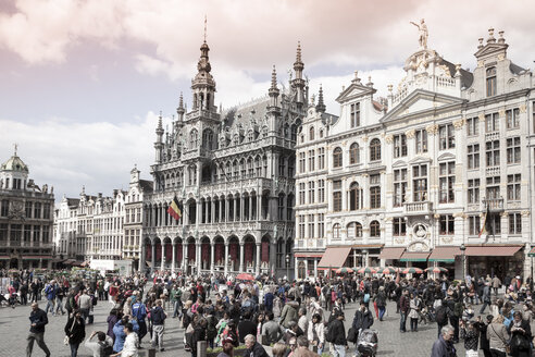 Belgium, Brussels, view to Maison du Roi, municipal museum, and guild houses at Grand Place, Grote Markt - WIF000726