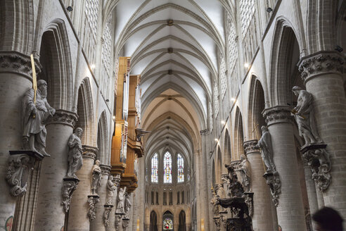 Belgium, Brussels, aisle of Cathedral of St Michael and St Gudula - WI000727