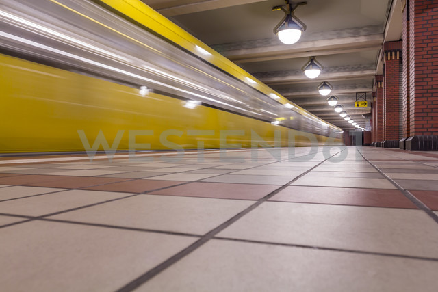 Germany, Berlin, subway station Rathaus Reinickendorf with moving underground train - NKF000144 - Stefan Kunert/Westend61