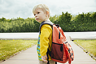 Toddler with backpack going to leave - MFF001108