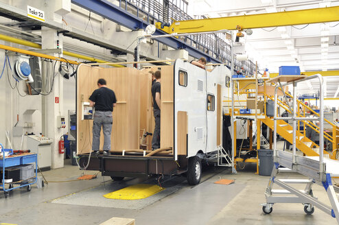 Motorhome manufacturing in a factory - SCH000228